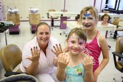 Bunte Fingernägel und geschminkte Gesichter waren bei den Kids ein regelrechter Renner.