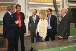 (v.l.) Dirk H. Jedan, Dr. Ralf Brauksiepe, Christian Will, Christel Voßbeck-Kayser, Thorsten Schick und Wolfgang Linke besichtigten die Werkstätten des bbz.