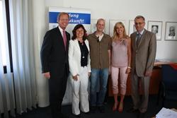 """Im Anschluss an die Unterzeichnung der Kooperationsvereinbarung folgte die Vorstellung des """"Karrierecenters MK"""": (v.l.) Dirk H. Jedan, Karin Käppel, Markus Thorwesten, Maria Gertrud Pohlman und Volker Riecke."""